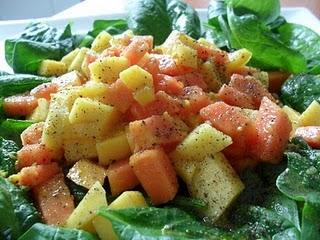 Ensalada de Espinacas con Frutas Tropicales